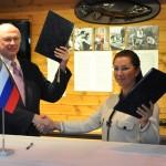 Komission puheenjohtajat Marina Seliverstova ja Timo Kotkasaari vuonna 2012.